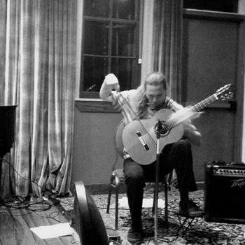 Zane Merritt: Passionate guitar playing and other niceties – an evening at Pausa Art House
